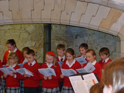 Choir carol singing (JPG, 60Kb)