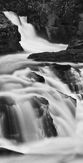 Falling Water 1: A study in black & white, picture by Tony Crossland (JPG, 145Kb)