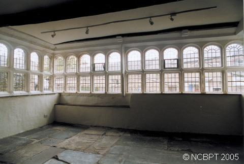 Image of the parlour with mullioned windows (25Kb)